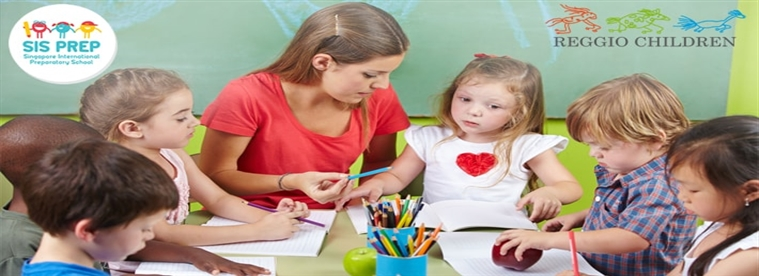 How to Play School Teachers Communicate with Children?